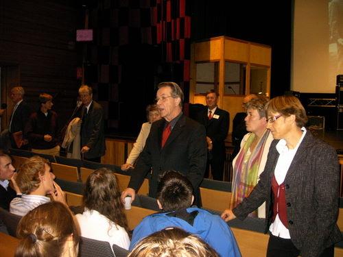 Müntefering diskutiert mit Schülern der deutschen Schule