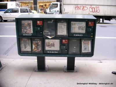 Ein Zeitungsständer 2004